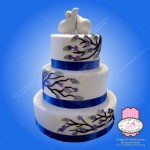 2 doves with flowering tree on cake
